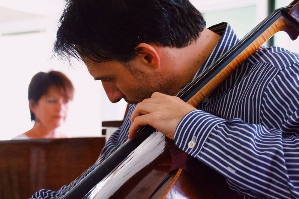 Umberto Clerici playing cello